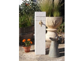 Fontaine borne contemporaine