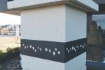 Insert décoratif pilier de portail motif galet anthracite ambiance